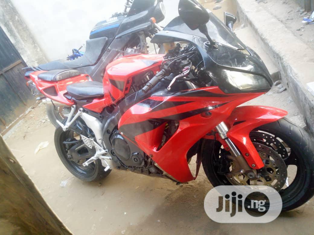 Archive: Honda CBR 2008 Red