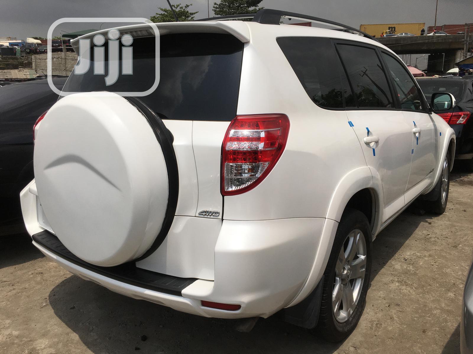 Toyota RAV4 2010 2.5 Sport 4x4 White | Cars for sale in Apapa, Lagos State, Nigeria