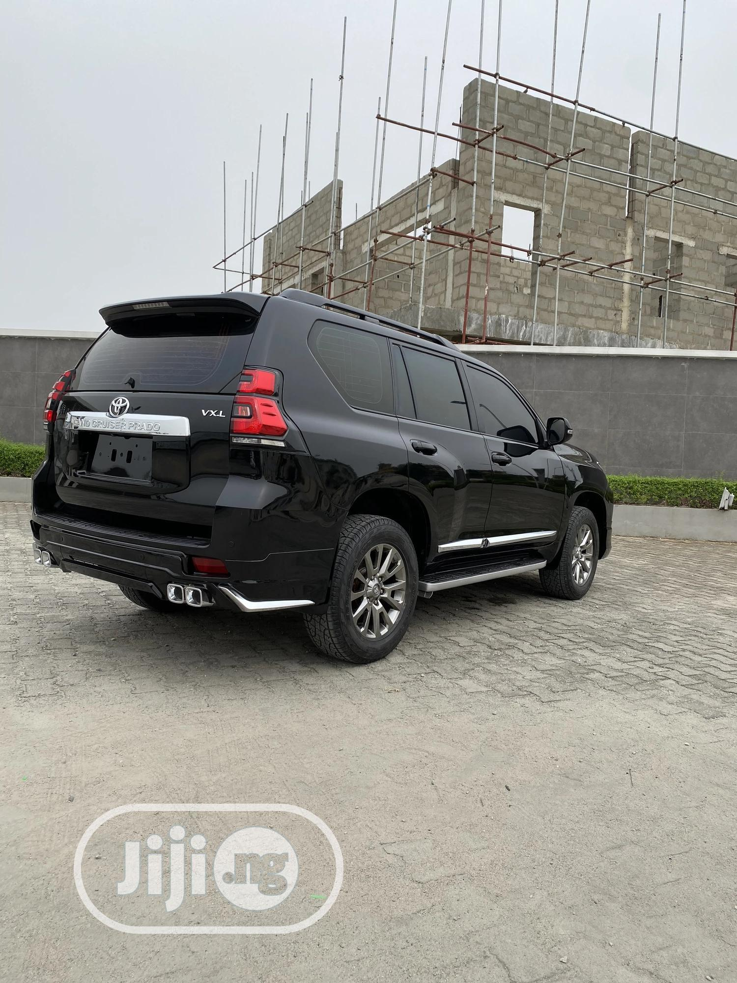 Archive: Toyota Land Cruiser Prado 2010 VX Black
