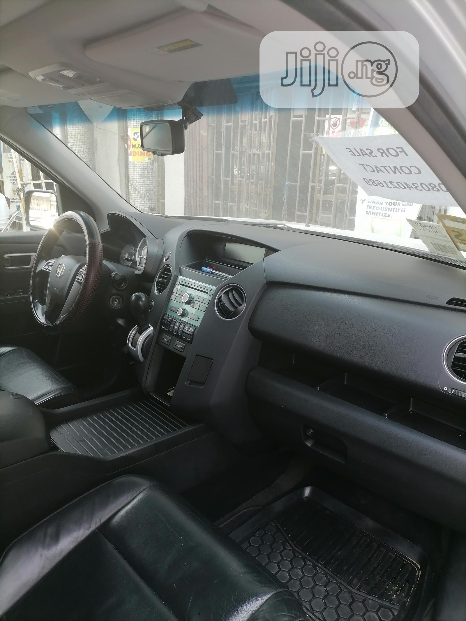 Archive: Honda Pilot 2011 Gray