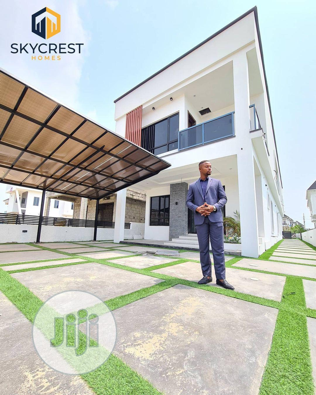 A Luxury 5 Bedroom Fully Detached Duplex