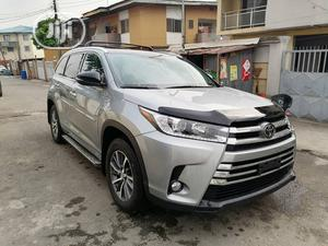 Toyota Highlander 2018 XLE 4x4 V6 (3.5L 6cyl 8A) Silver | Cars for sale in Lagos State, Ikeja