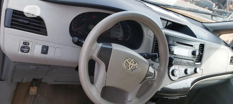Toyota Sienna 2012 XLE 8 Passenger White | Cars for sale in Ikorodu, Lagos State, Nigeria