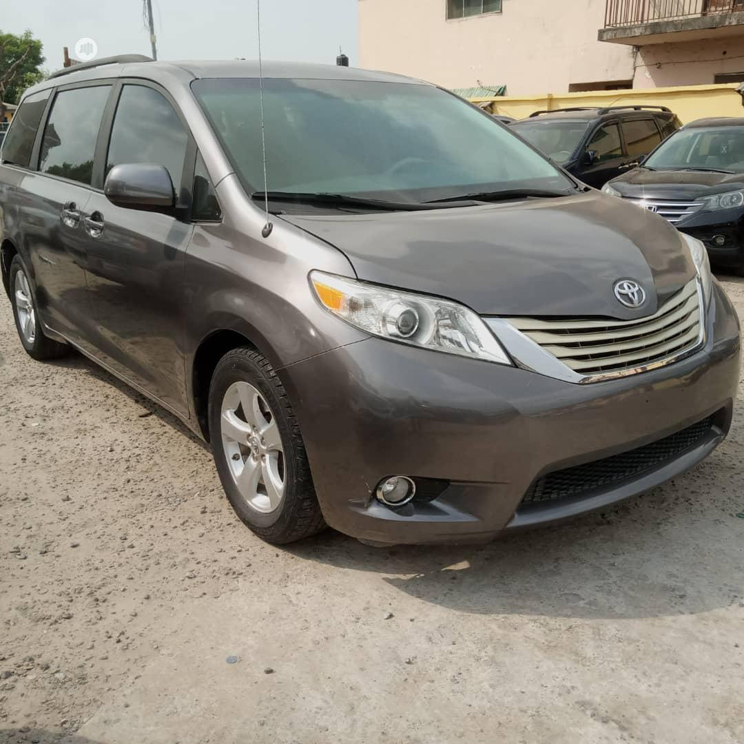 Toyota Sienna 2013 Limited AWD 7-Passenger Gray