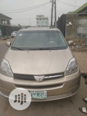 Toyota Sienna 2005 XLE Limited AWD Gold | Cars for sale in Lagos State, Alimosho