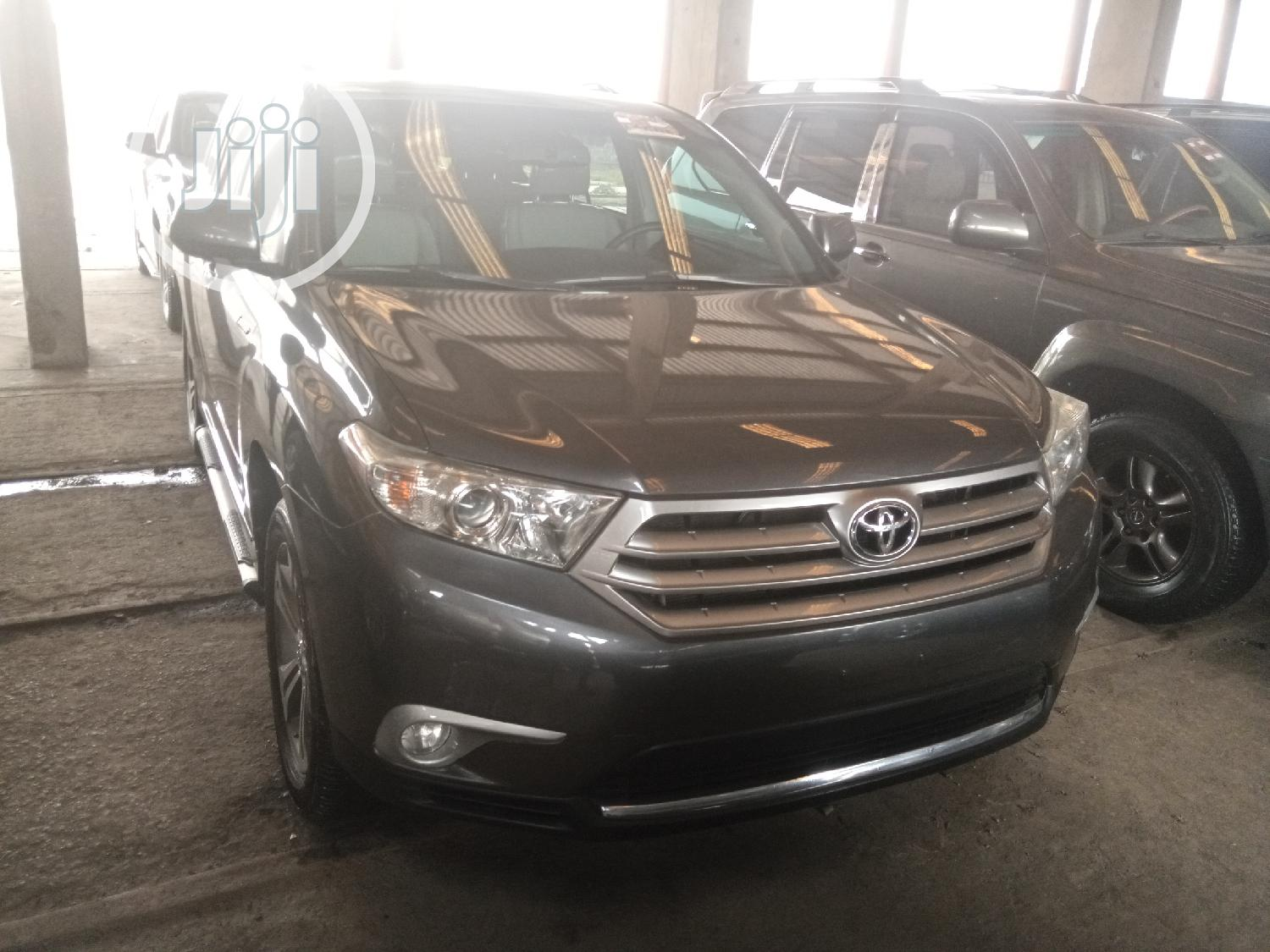 Archive: Toyota Highlander 2012 Limited Gray