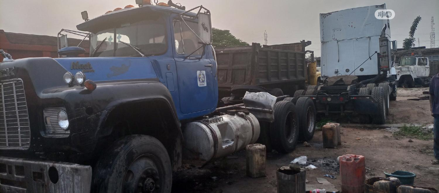Mack Tractor Head Normal 12 Valve Engine | Heavy Equipment for sale in Aba North, Abia State, Nigeria