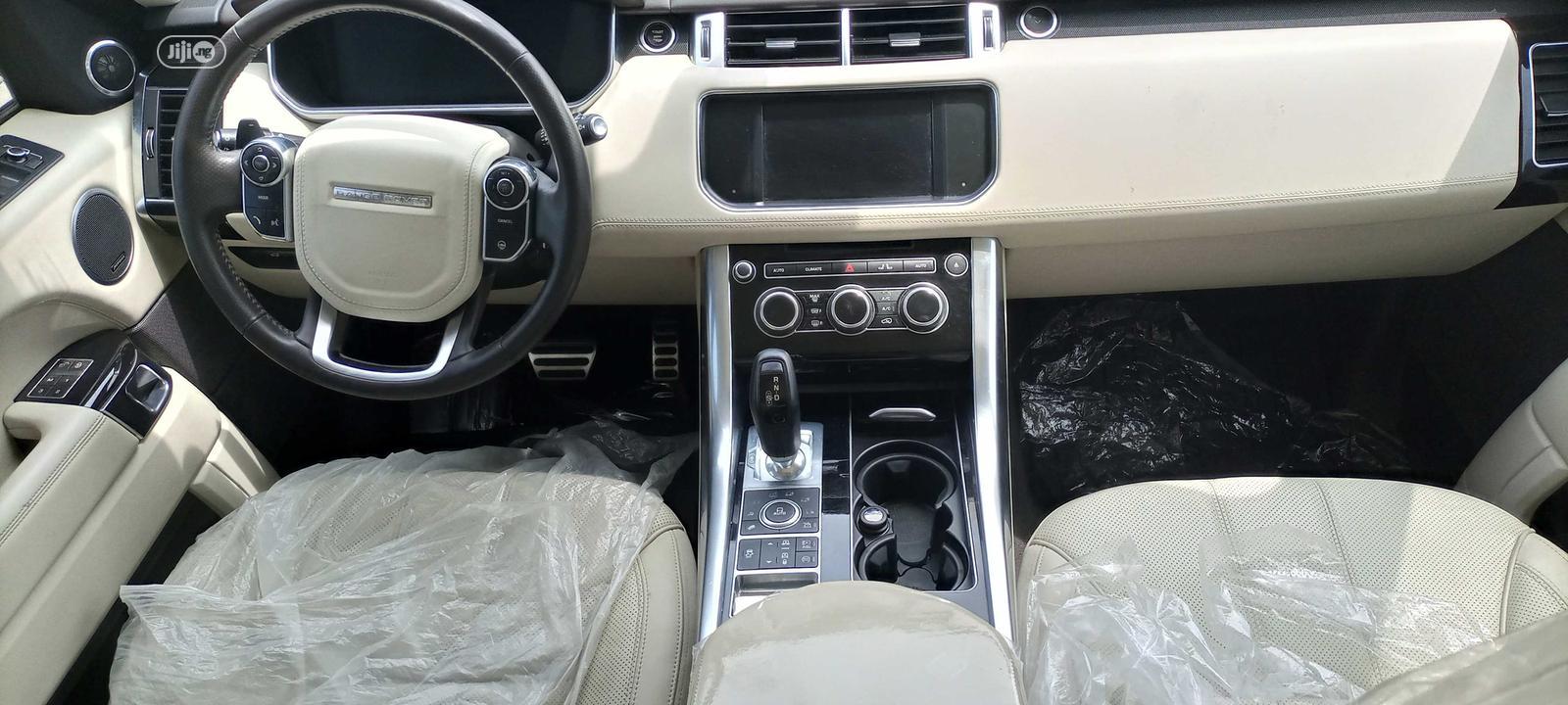 Archive: Land Rover Range Rover Sport 2013 White