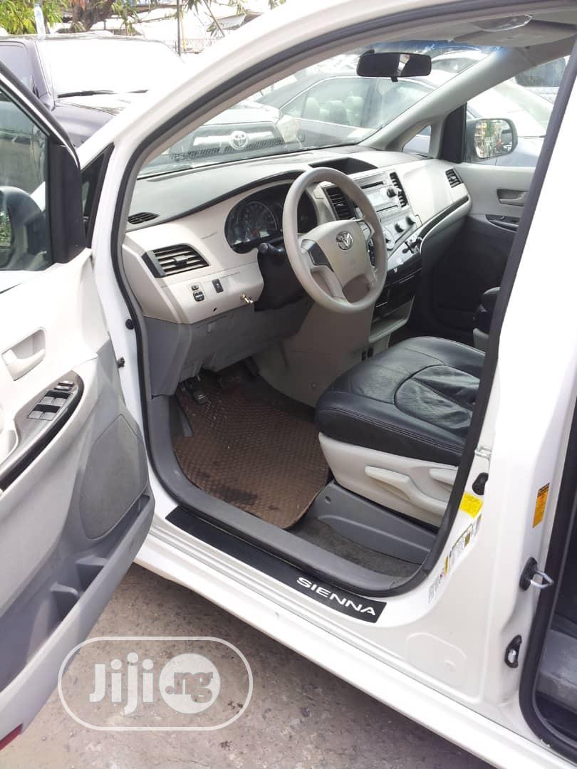 Toyota Sienna 2013 L FWD 7 Passenger White | Cars for sale in Amuwo-Odofin, Lagos State, Nigeria