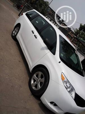 Toyota Sienna 2013 L FWD 7 Passenger White | Cars for sale in Lagos State, Amuwo-Odofin