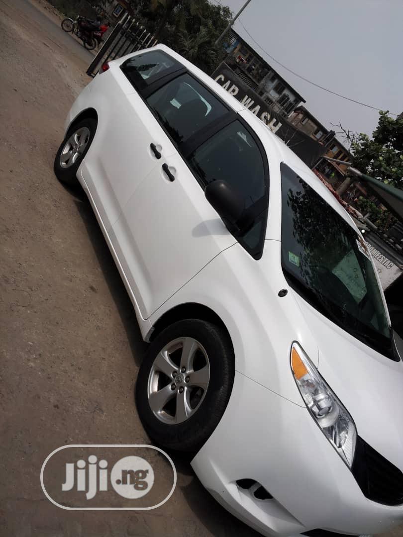 Toyota Sienna 2013 L FWD 7 Passenger White