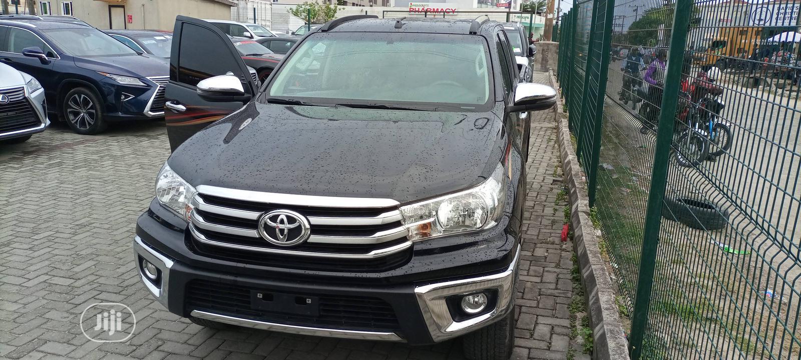 Toyota Hilux 2019 SR5+ 4x4 Black