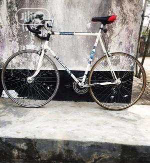 White Sprint Road Bicycle Size 28 The Bike Is In Good Condi | Sports Equipment for sale in Lagos State, Surulere