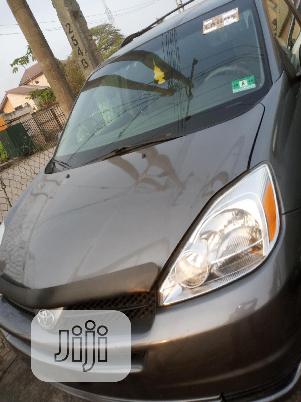 Toyota Sienna 2004 Gray