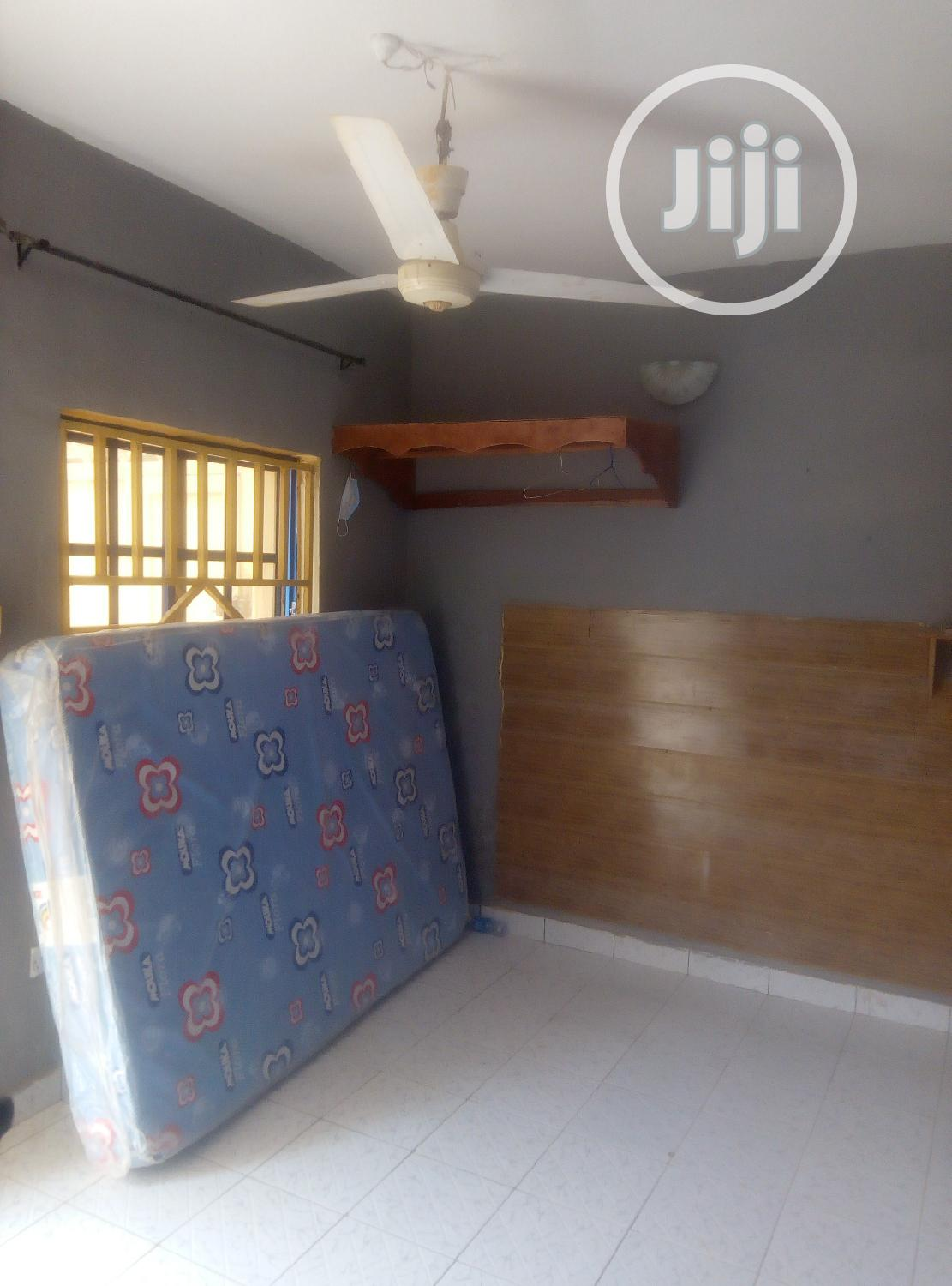Archive: Clean Selfcontain Behind Eco Sch for Rent for Female Alone