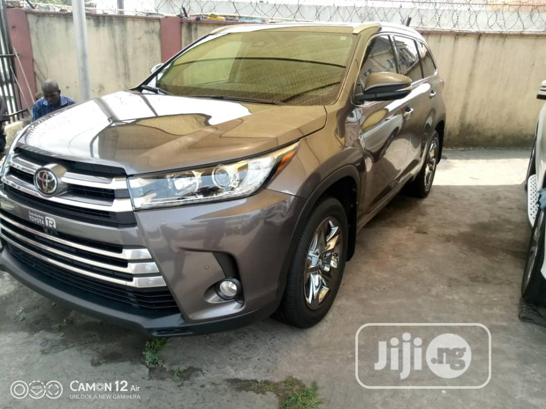 Toyota Highlander 2017 Gray | Cars for sale in Amuwo-Odofin, Lagos State, Nigeria