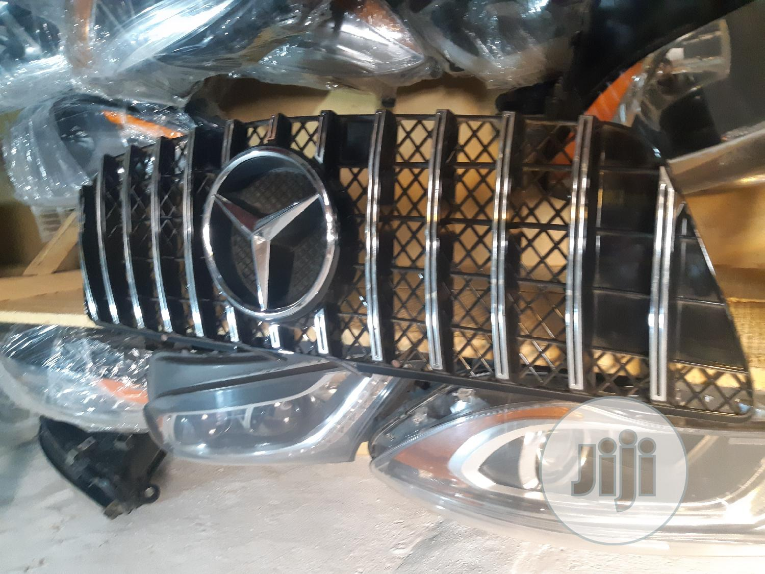 Front Grille GLK Mercedes Benz 2016 Mercedes Benz | Vehicle Parts & Accessories for sale in Surulere, Lagos State, Nigeria