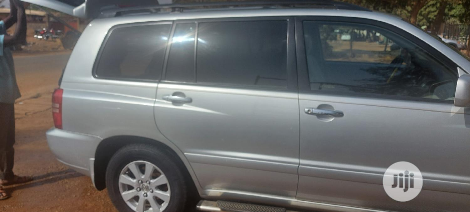 Toyota Highlander 2004 Limited V6 FWD Silver | Cars for sale in Asokoro, Abuja (FCT) State, Nigeria