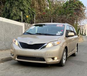 Toyota Sienna 2011 Gold   Cars for sale in Abuja (FCT) State, Kado
