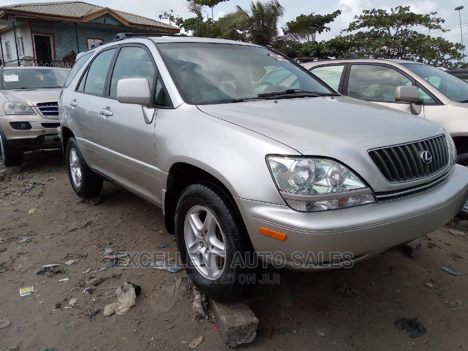 Lexus RX 2001 300 Silver | Cars for sale in Apapa, Lagos State, Nigeria