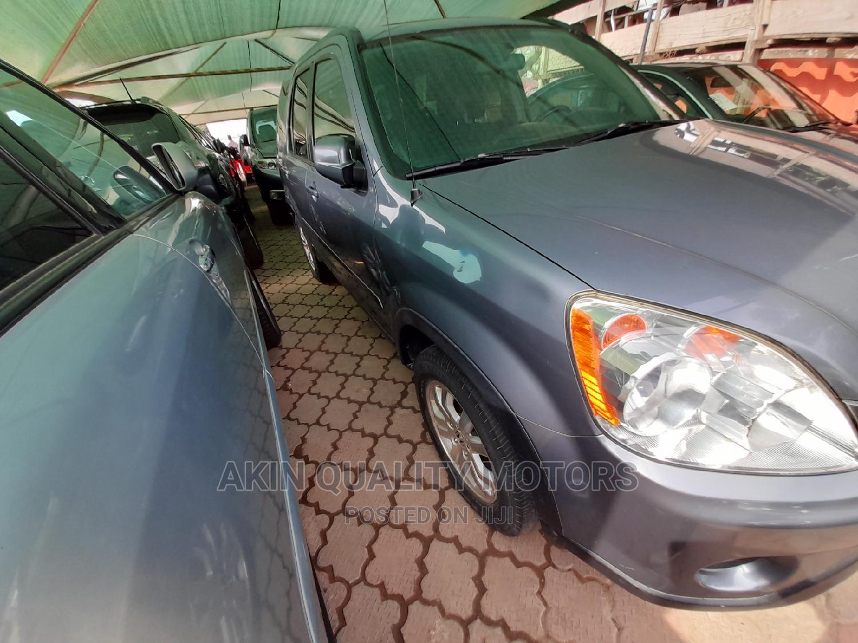 Honda CR-V 2005 Automatic Gray | Cars for sale in Amuwo-Odofin, Lagos State, Nigeria