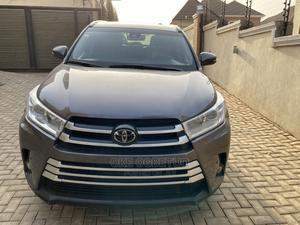 Toyota Highlander 2018 SE 4x4 V6 (3.5L 6cyl 8A) Brown | Cars for sale in Abuja (FCT) State, Central Business Dis