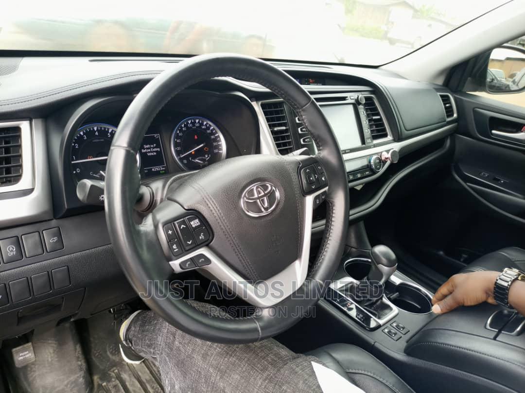 Toyota Highlander 2018 White | Cars for sale in Utako, Abuja (FCT) State, Nigeria