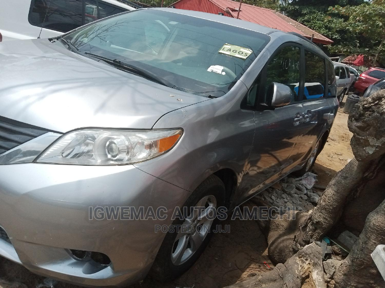 Toyota Sienna 2013 L FWD 7 Passenger Silver | Cars for sale in Amuwo-Odofin, Lagos State, Nigeria