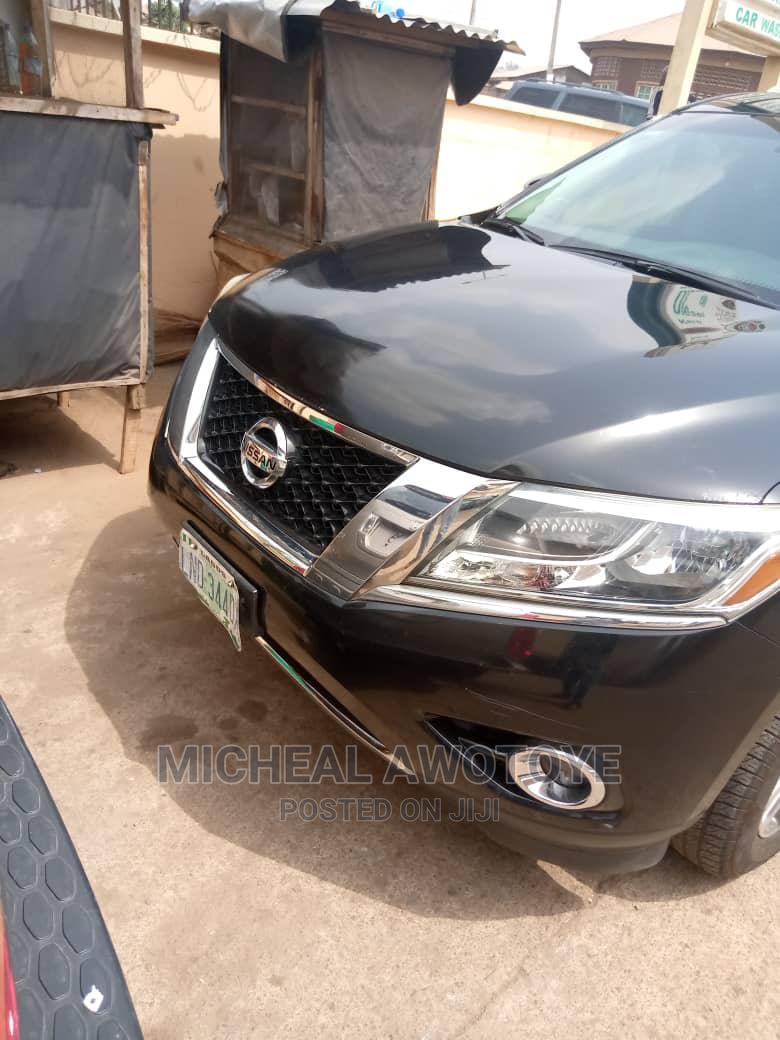 Archive: Nissan Pathfinder 2015 Black