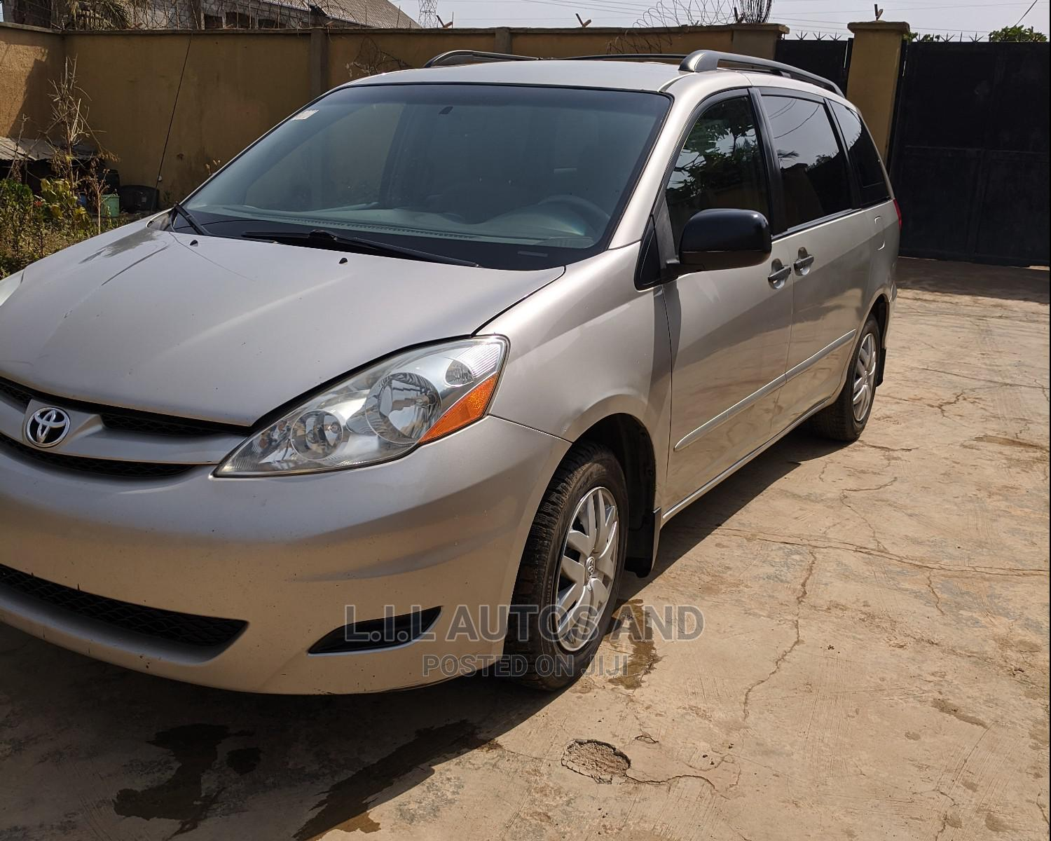 Archive: Toyota Sienna 2008 LE Silver