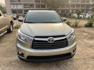 Toyota Highlander 2016 Gold   Cars for sale in Abuja (FCT) State, Central Business Dis