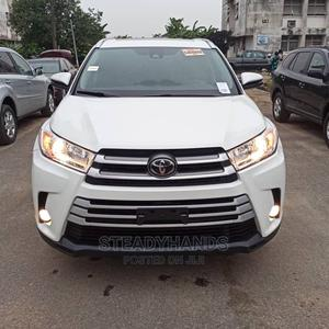 Toyota Highlander 2017 XLE 4x4 V6 (3.5L 6cyl 8A) White   Cars for sale in Lagos State, Lekki