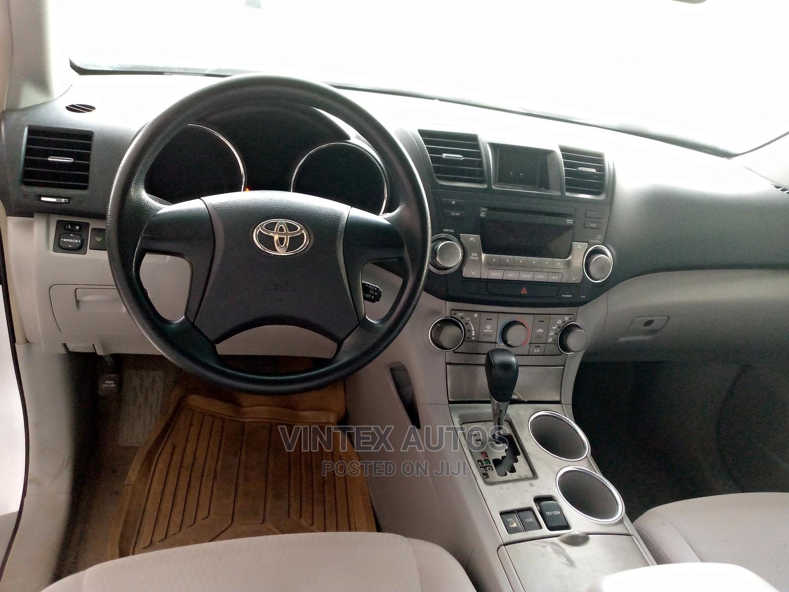 Toyota Highlander 2008 Silver   Cars for sale in Amuwo-Odofin, Lagos State, Nigeria