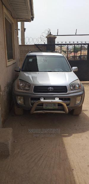 Toyota RAV4 2003 Automatic Silver | Cars for sale in Abuja (FCT) State, Nyanya