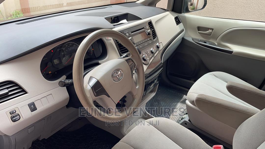 Archive: Toyota Sienna 2013 LE FWD 8-Passenger Black