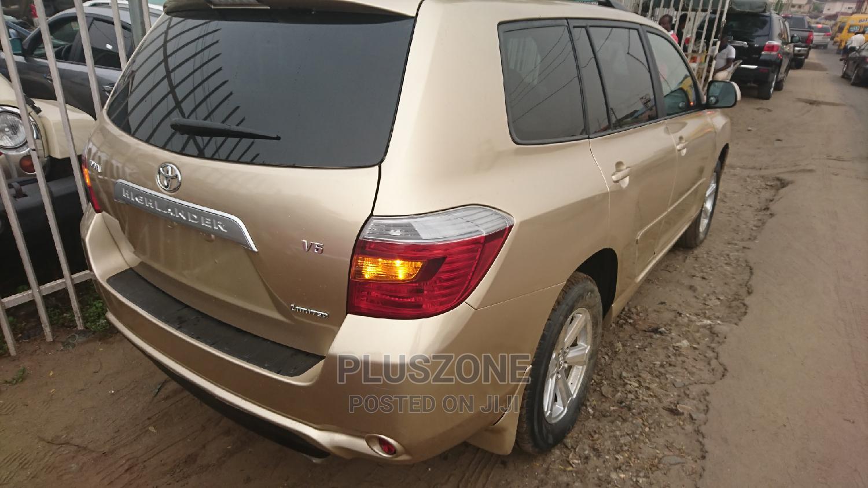 Archive: Toyota Highlander 2008 Gold