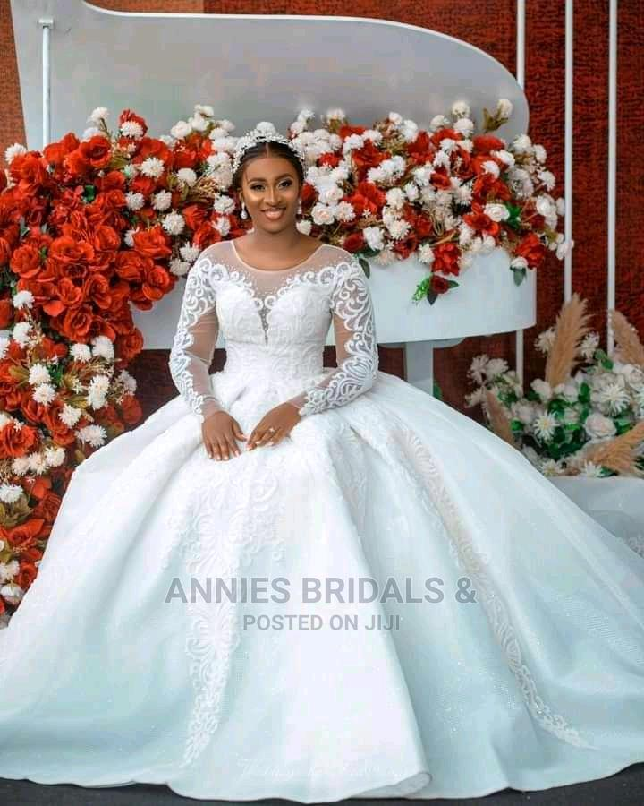 Archive: Beautiful And Fitting Wedding Gown