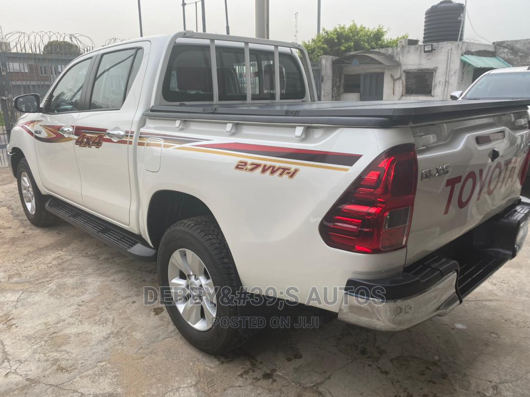 Archive: New Toyota Hilux 2019 SR5 4x4 White