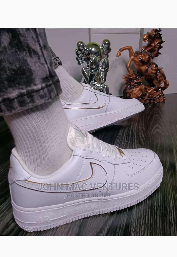 New Original White Nike Sneakers | Shoes for sale in Isolo, Lagos State, Nigeria