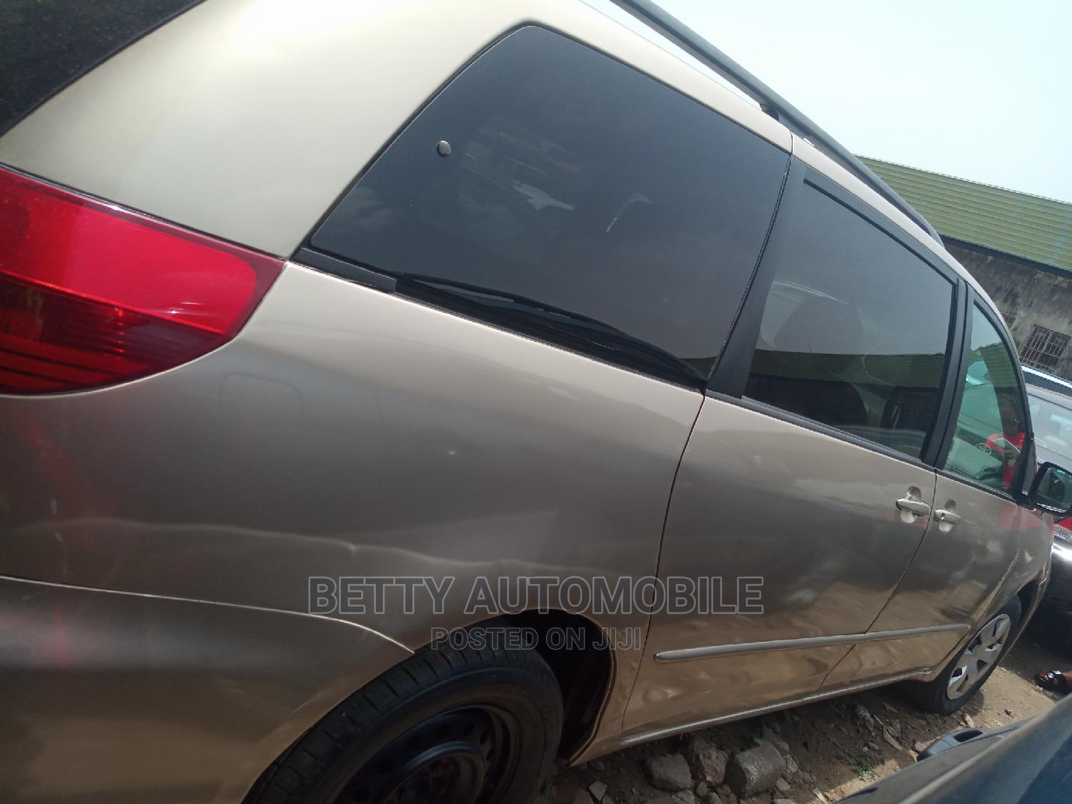 Toyota Sienna 2004 Gold | Cars for sale in Isolo, Lagos State, Nigeria