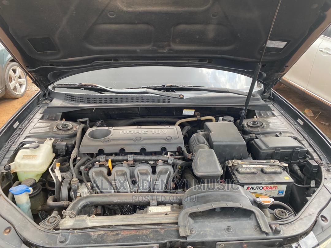 Archive: Hyundai Sonata 2009 Black