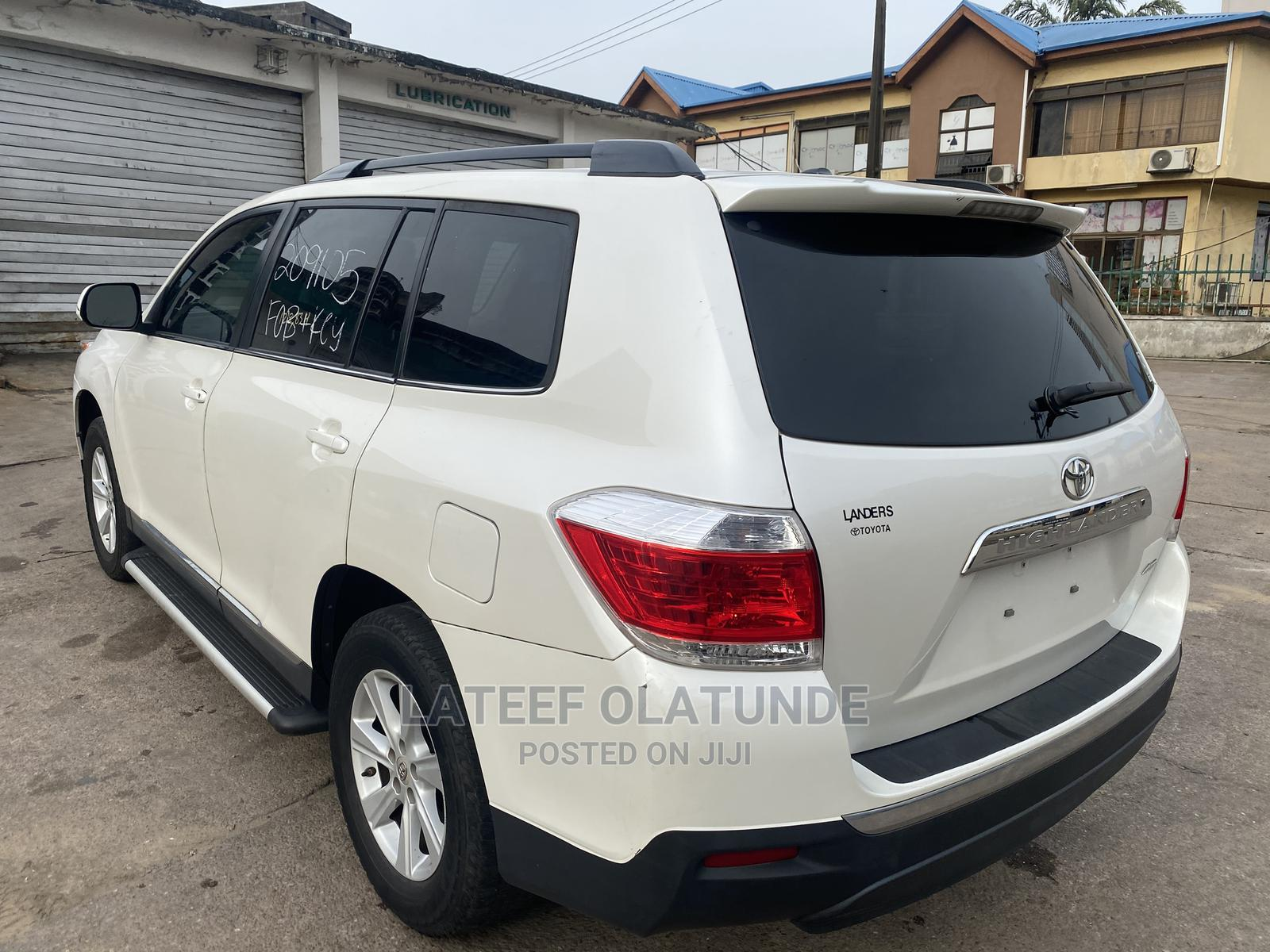 Toyota Highlander 2013 SE 3.5L 4WD White | Cars for sale in Ikoyi, Lagos State, Nigeria