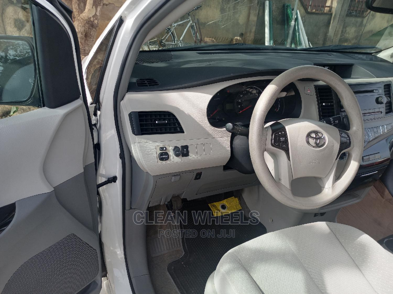 Archive: Toyota Sienna 2014 White