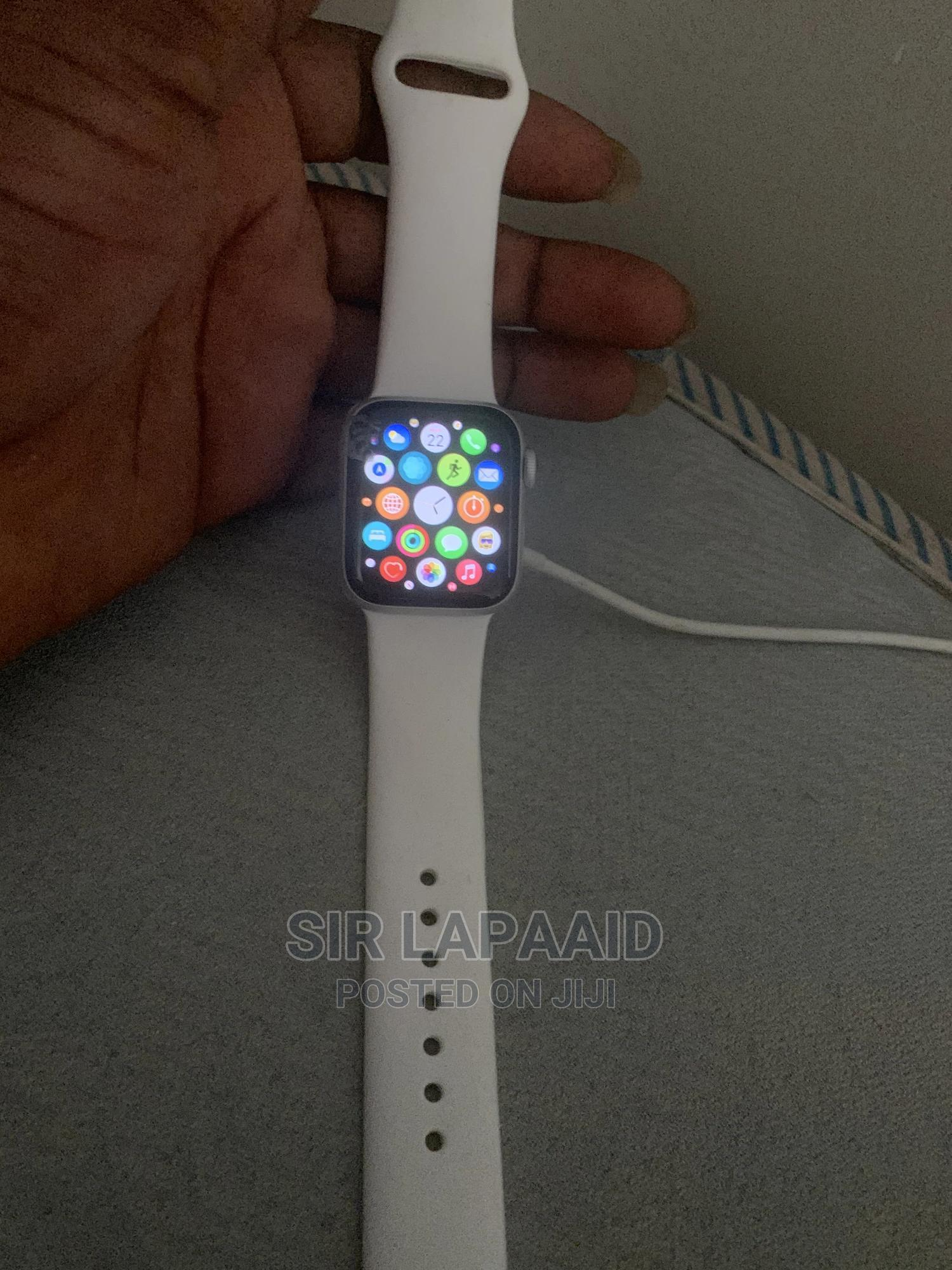 Archive: Apple Watch Series 4 40mm