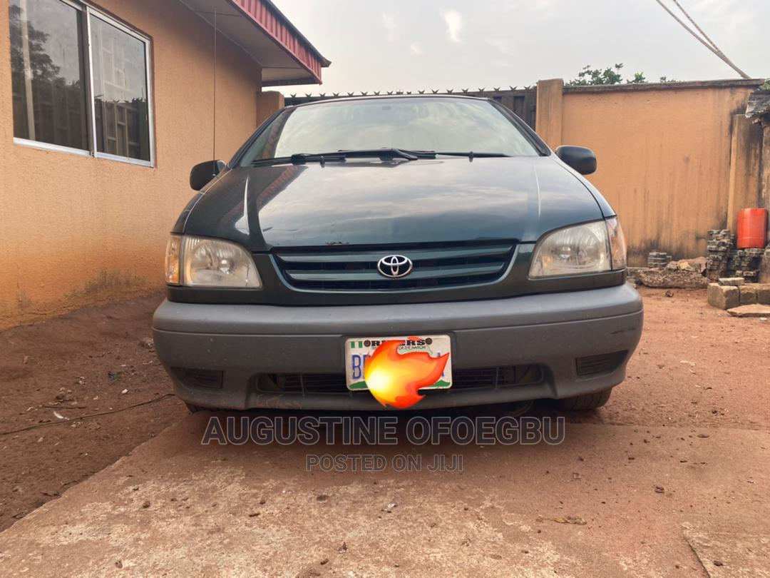 Archive: Toyota Sienna 2002 LE Green