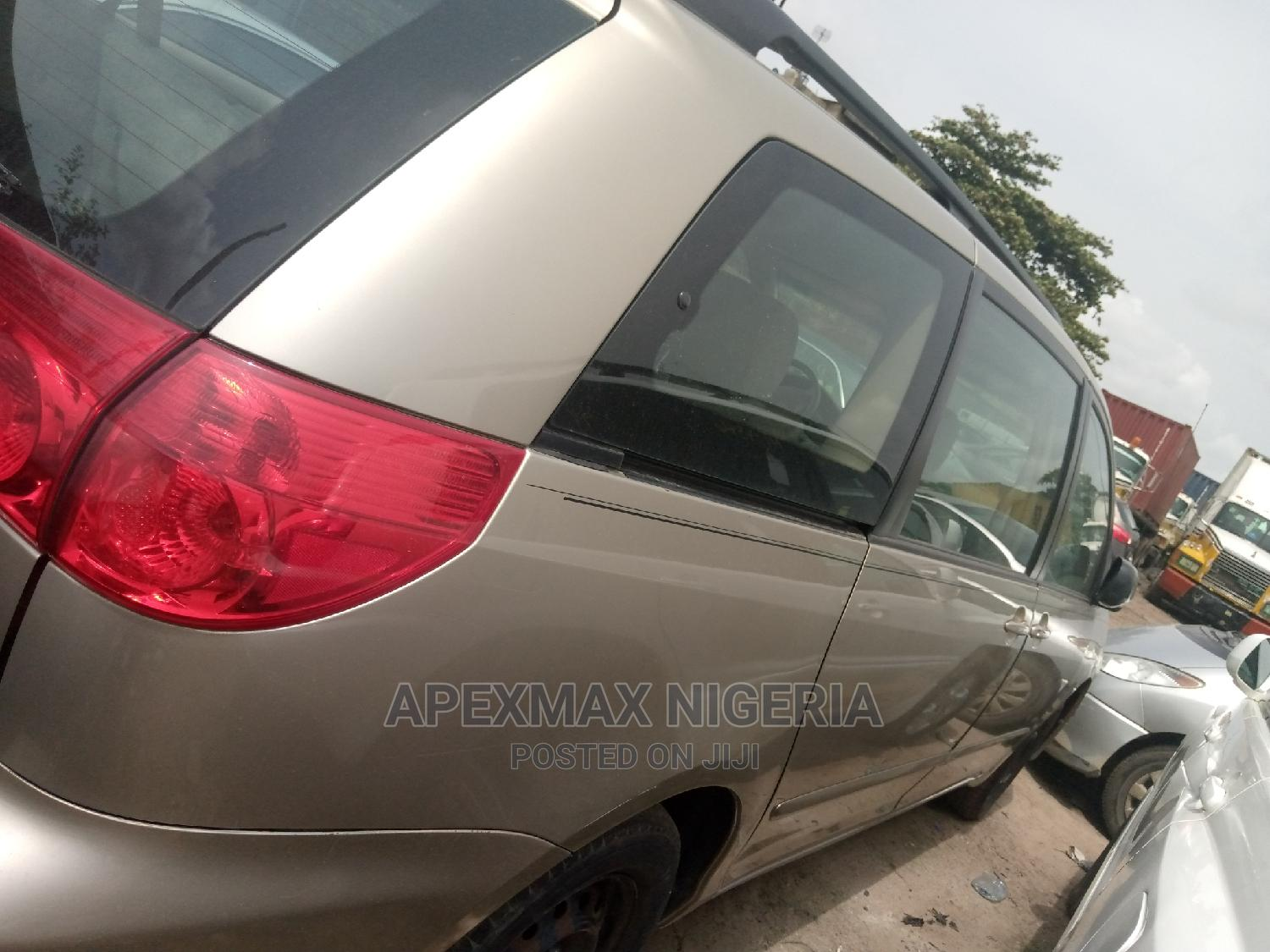 Archive: Toyota Sienna 2007 LE 4WD
