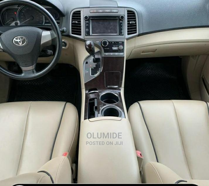 Archive: Toyota Venza 2010 Brown