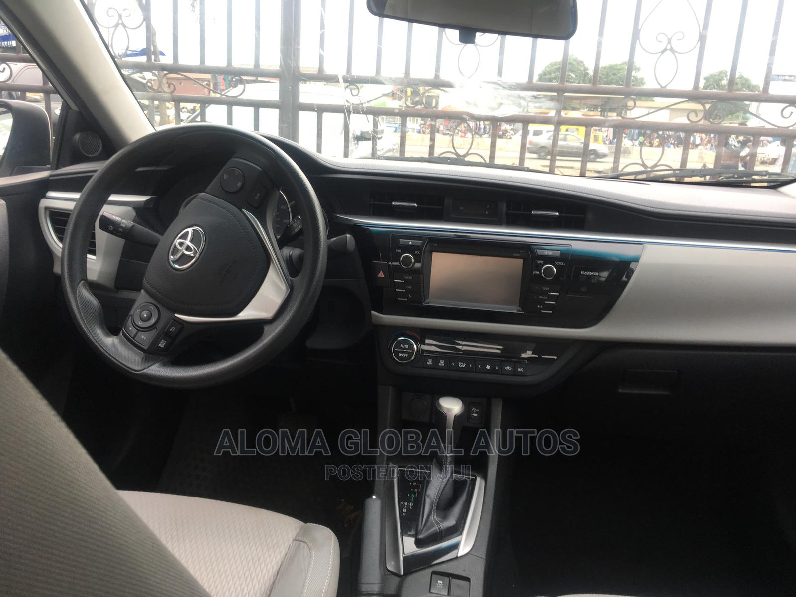 Archive: Toyota Corolla 2015 White