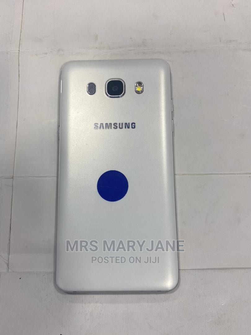 Archive: Samsung Galaxy J5 8 GB White