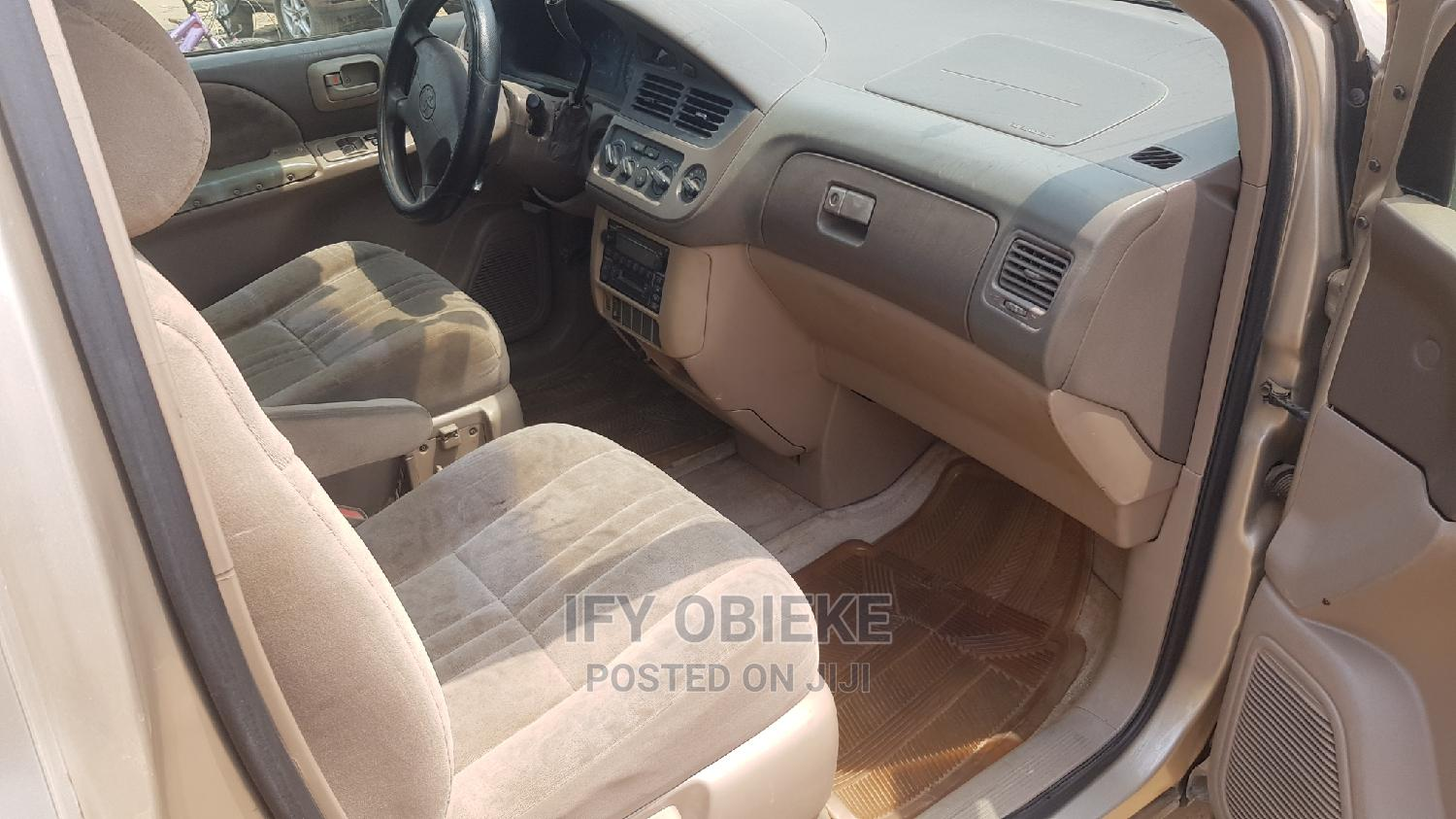 Archive: Toyota Sienna 2003 Gold